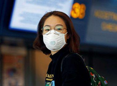 Le Royaume-Uni signale les premiers cas de coronavirus alors que davantage de pays suspendent les voyages en Chine