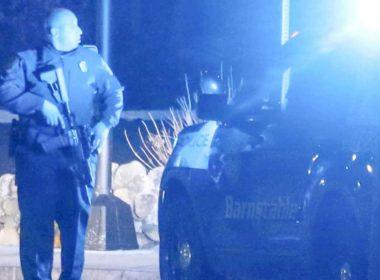 Un homme gravement blessé par balle; la police recherche des suspects potentiels